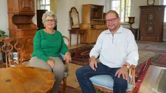 Margrit Kuhn und Andy Ludin inmitten von zum Verkauf stehenden Raritäten – «damit es wieder Platz für Anderes gibt», wie der Sammler schmunzelt.
