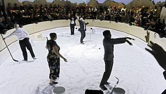"""Das Dokumentartheaterstück """"Weltzustand Davos"""" von Rimini Protokoll hatte am 12. Januar 2018 in der Box des Zürcher Schiffbaus seine Uraufführung."""