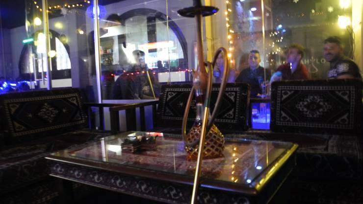 In der Zuchwiler Wookah Shisha-Lounge treffen sich die Gäste zum Spielen, Plaudern – und Rauchen.