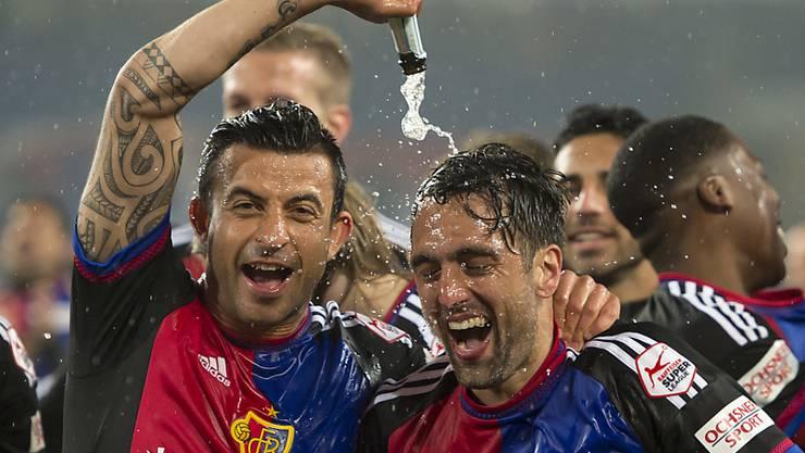 Behrang Safari und Captain Matias Delgado (hier nach dem Titelgewinn) werden auch am Mittwoch wieder feiern. Für Behrang Safari wird es sein letztes Spiel als FCb-Akteur sein. Spielen kann er aber nicht.