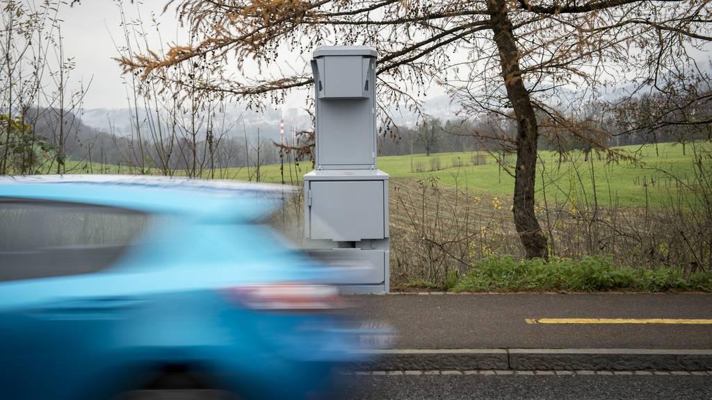 20-Jähriger rast innerorts mit 108 Stundenkilometern