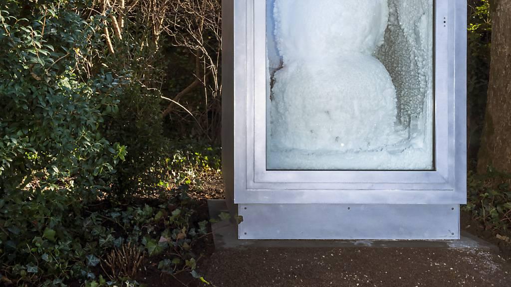 Und freundlich lächelt der Schneemann, auch wenn es draussen dereinst wieder wärmen wird.