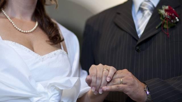 Die meisten Schweizer gehen nicht jungfräulich in die Ehe. (Symbolbild)