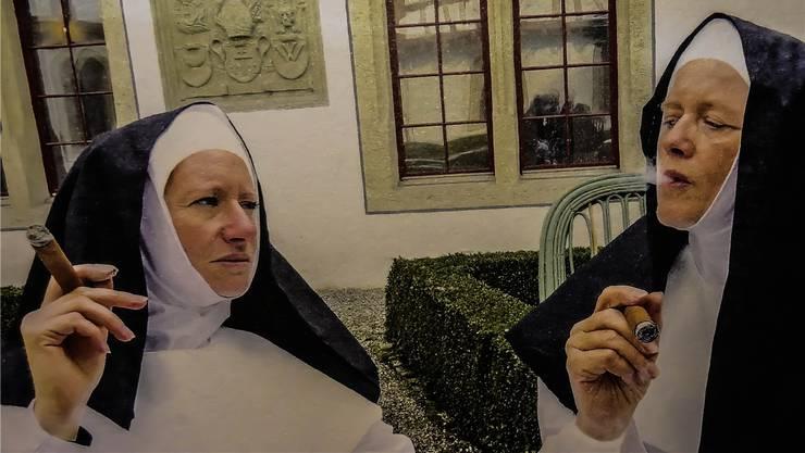 «Heut gönn ich mir einen Stumpen», sagen sich die Klosterfrauen im Gnadenthal: Momentaufnahme aus einem szenischen Rundgang mit Schauspielerinnen.