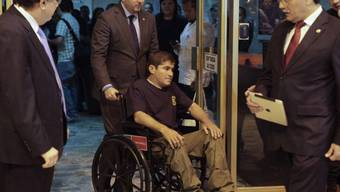 Alvarenga sprach am Flughafen nicht zu den Journalisten