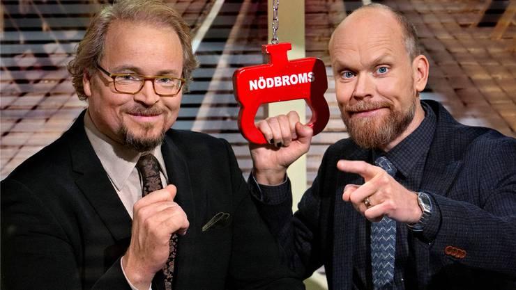 På Spåret-Schiedsrichter Fredrik Lindström (l.) und Moderator Kristian Luuk.