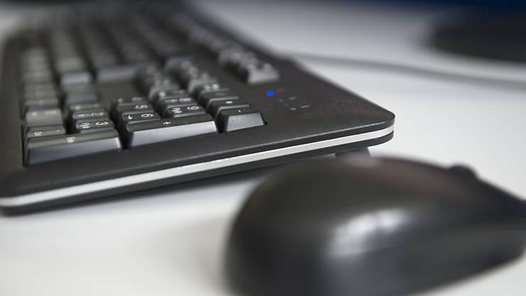 White, grey or black hat? Welchen Hut sich jemand bei seiner Reise durchs Internet überzieht, entscheidet er oder sie ganz von alleine. Die Tastatur oder die Maus setzten dabei keine Grenzen, höchstens die Gesetze (Symbolbild).
