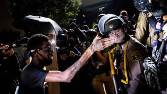 In den USA endeten Proteste diesen Sommer oft in gewalttätigen Auseinandersetzungen.