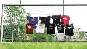 Die FCB-Meistertrikots seit dem Wiederaufstieg. Die Version 2015 war zum Zeitpunkt der Aufnahme noch nicht fertig.