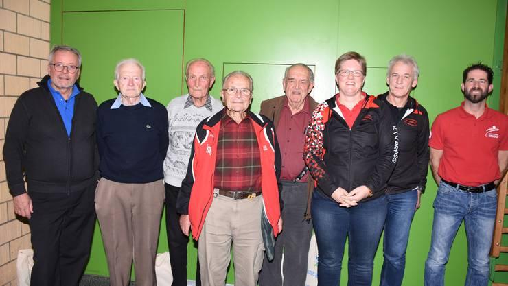 DDie vier ältesten Teilnehmer wurden geehrt.