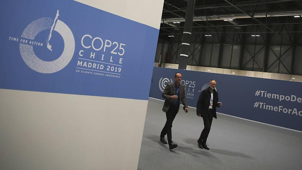 Verlängerung an der Weltklimakonferenz: Am Samstagvormittag wurden neue Textentwürfe veröffentlicht, an denen Verhandler die Nacht über gearbeitet hatten.