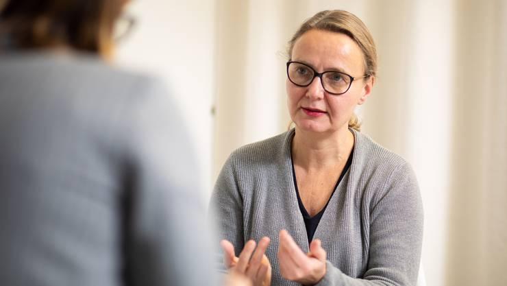 Irene Krause, 54, war früher in verschiedenen Theatern in Deutschland und der Schweiz tätig. Seit 2016 ist Krause, die in Biel wohnt, im 20 Prozent-Pensum für die KulturLegi der Caritas in den Kantonen Aargau und Solothurn zuständig.