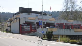 Am Dammweg und in der Sägestrasse könnten je zwei gelb markierte Abstellplätze eingezeichnet werden. (Archivbild)