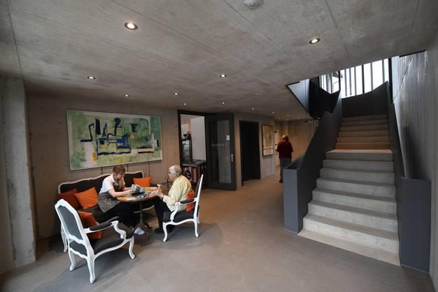 Die Überbauung mit angrenzendem Café hat zum Ziel, dass ältere Menschen in Kontakt mit der Dorfbevölkerung treten.