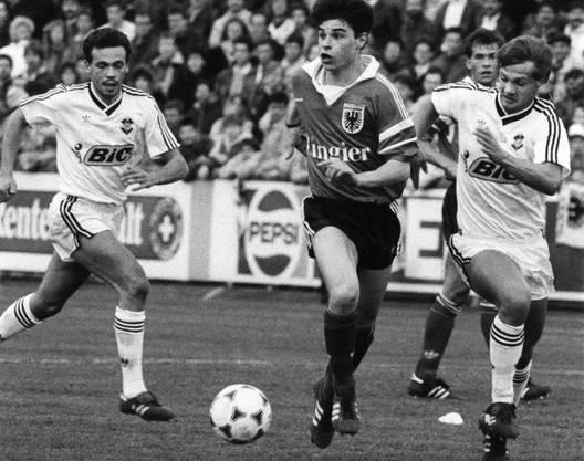 Ciriaco Sforza (M.) während einer Partie mit dem FC Aarau.