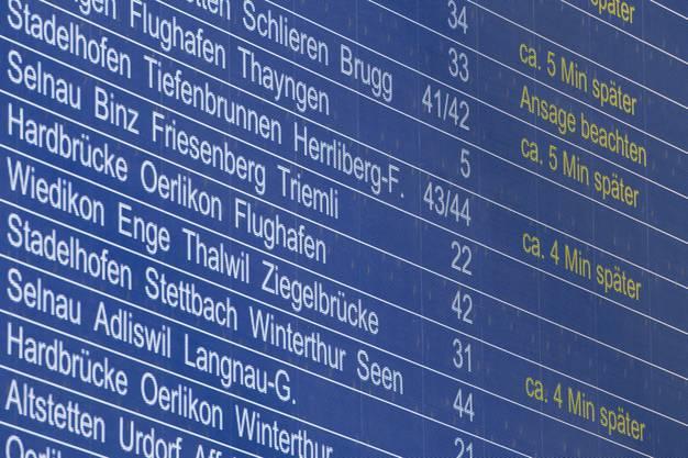 Die Auswirkungen sind massiv: Die Strecke zwischen Oerlikon und Glattbrugg und die Strecke zwischen Oerlikon und Flughafen waren stundenlang unterbrochen.