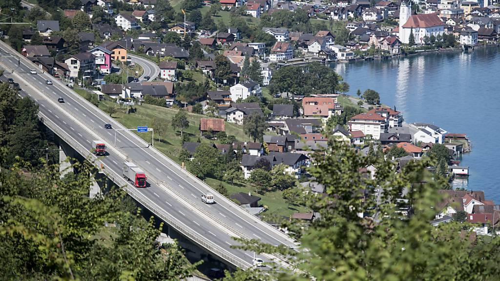 Der Lehnenviadukt bei Beckenried: Nidwalden will die Verkehrsentwicklung der nächsten Jahrzehnte planen. (Archivaufnahme)