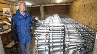 Toni Huwyler mit den Gleisen, die bald verlegt werden.