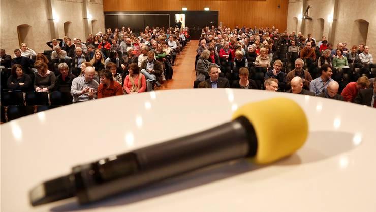 Die Personalverbände erläuterten im Solothurner Landhaus vor rund 450 Kantonsangestellten ihre Position zum Massnahmenplan der Regierung.