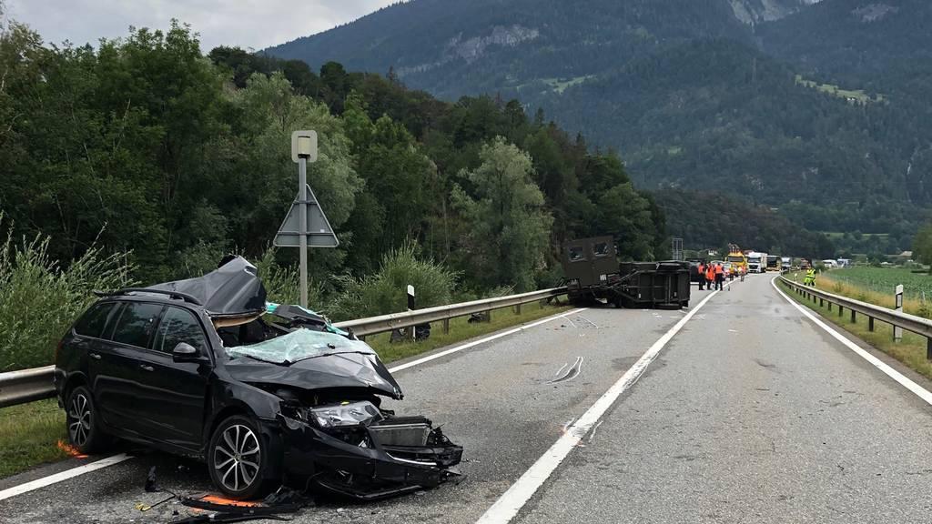 Fünf Verletzte bei Unfall mit Militär-Duro