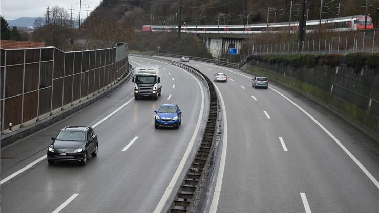 Die Fahrbahn der A3 beim Mumpfer Viadukt wird bei Glatteis-Gefahr automatisch mit Salzsole besprüht.