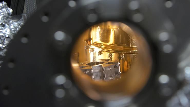 Die goldbeschichtete Vakuum-Kammer des Rastertunnelmikroskops.