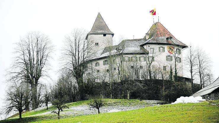 Seit gestern leer: Das Schloss Trachselwald – noch mit Berner Fahne. Fotos: sat