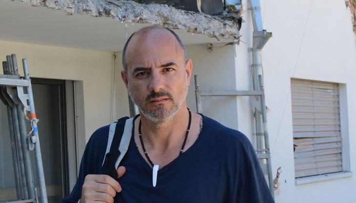 Giovanni Annoscia vor seiner zerstörten Terrasse.