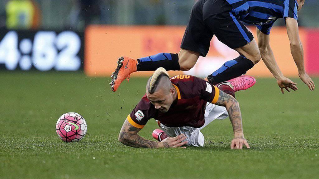 Radja Nainggolan (am Boden) sicherte der AS Roma mit seinem Treffer zum 1:1 einen Punkt