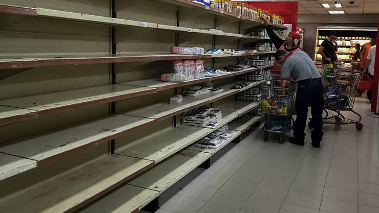 Lebensmittelknappheit stürzt Venezuela in eine Krise: Zahlreiche Supermärkte in Caracas sind leer geräumt.