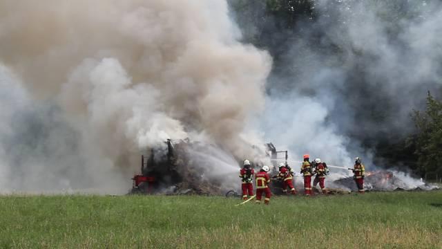 Hermetschwil-Staffeln: Heu gerät auf Anhänger während der Fahrt in Brand