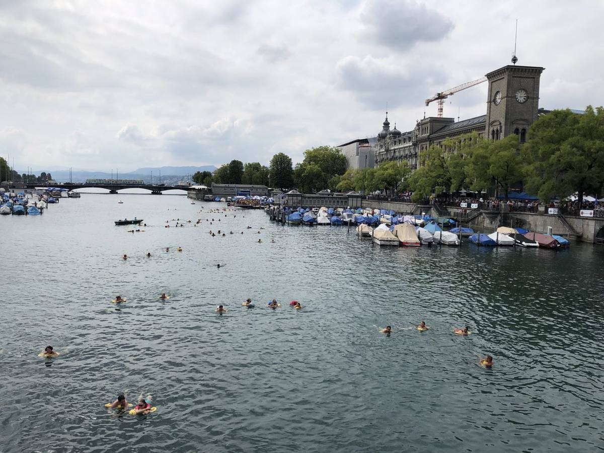 Das Limmatschwimmen strartet jeweils bei der Frauenbadi. (© Radio 24)