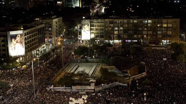 Am Tatort in Tel Aviv: Zehntausende Israelis gedenken Rabin