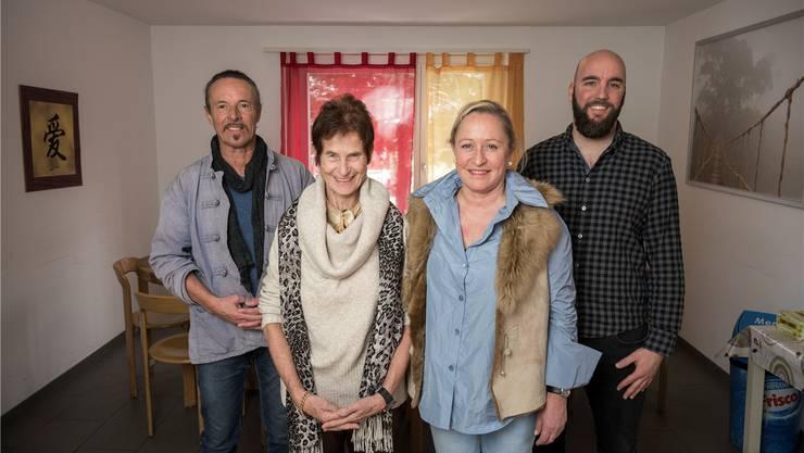 Die Gründerin Ursula Davatz und die neue Stiftungsratspräsidentin Susanne Zumsteg (r.) sowie Andreas Hasenfratz (stv. Heimleiter) und Renato Caluori (Heimleiter, r).