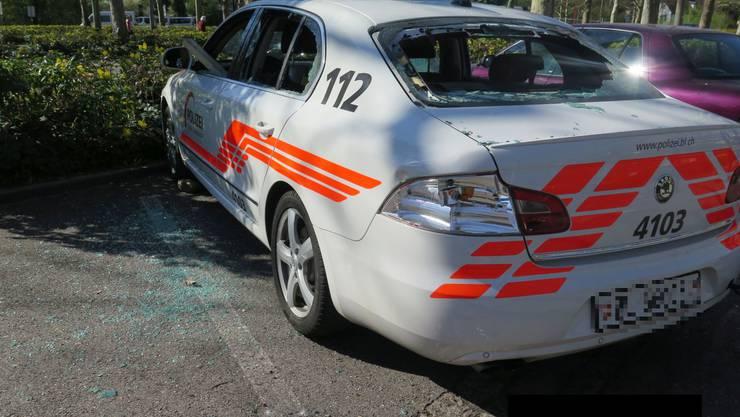 Ein Baselbieter Polizeiauto wurde bei Krawallen nach dem Spiel FC Basel gegen den FC Zürich im April 2016 zerstört. Der Angeschuldigte erhielt nun eine bedingte Freiheitsstrafe von 16 Monaten.