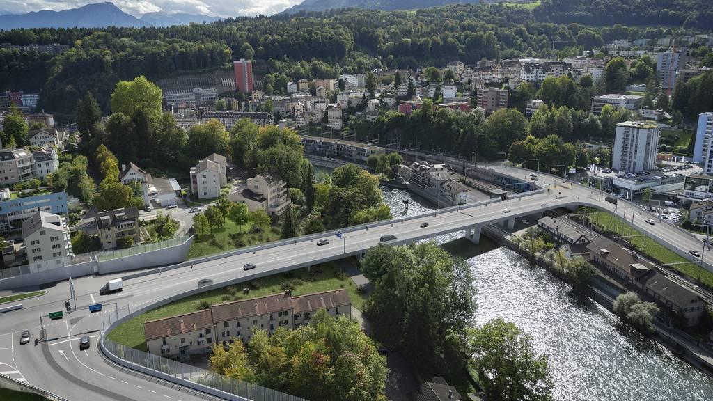 Stadt Luzern bleibt bei Nein zur Reussportbrücke und Basisausbau