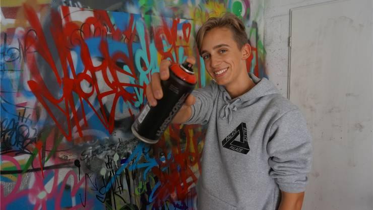 Graffiti-Künstler Leon Goodall in seinem Atelier, dem Keller seines Elternhauses.