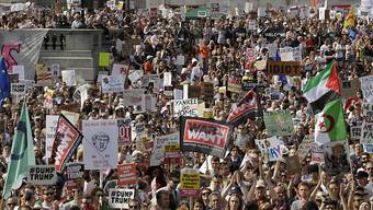 Massen gegen Trump auf der Strasse: Protestierende auf dem Trafalgar Square in London.