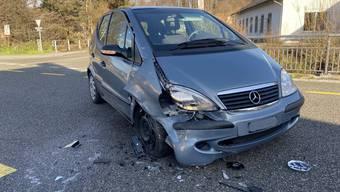 Eine Mitfahrerin im Mercedes zog sich leichte Verletzungen zu.