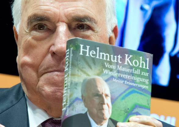 Hier sehen wir Kohl bei der Präsentation seiner Memoiren «Vom Mauerfall zur Wiedervereinigung» im Oktober 2014.