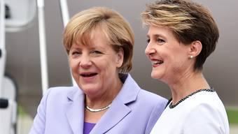 Eine echte Bundesrätin (Simonetta Sommaruga, rechts) und eine gefühlte (Angela Merkel).