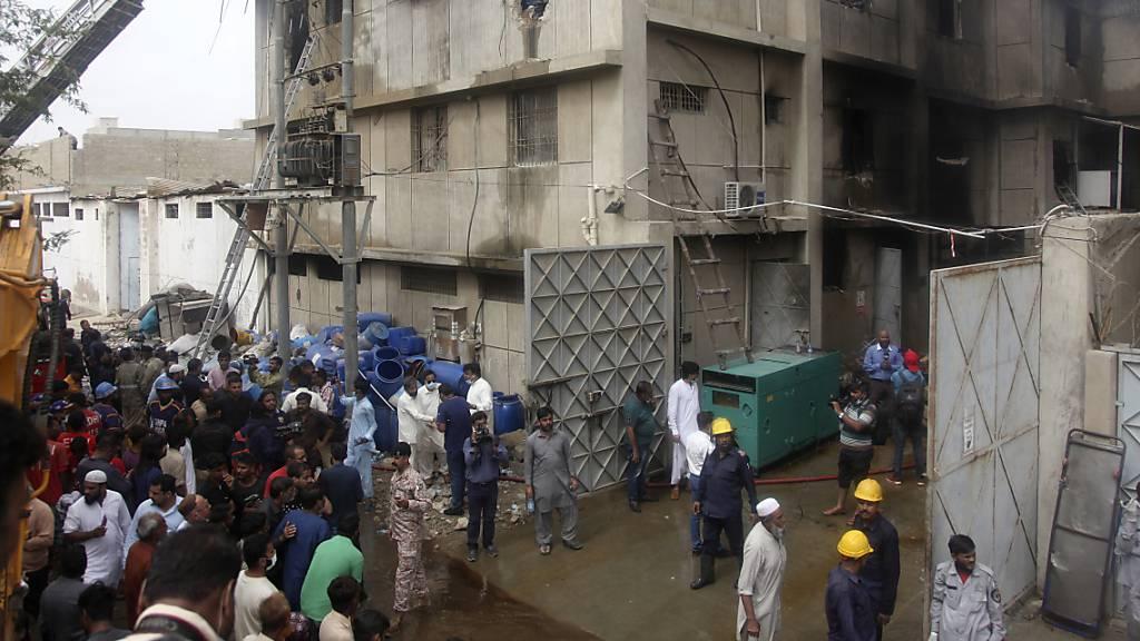 Mindestens 15 Tote bei Feuer in pakistanischer Chemiefabrik