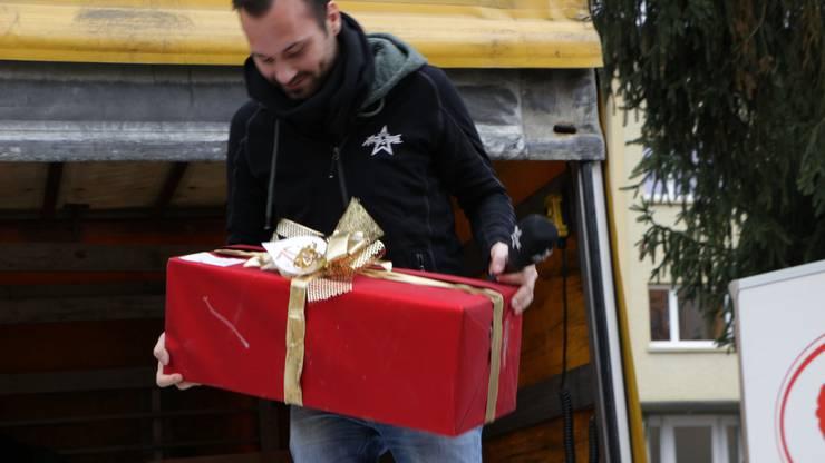 André Sauser auf Geschenke-Tour.