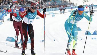 Bei den Olympischen Spielen vor einem Jahr duellierte sich Dario Cologna (l.) mit Alexej Poltoranin. Nun wurde der Kasache während der WM verhaftet.