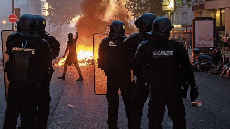 Ausschreitungen in einem Pariser Problemviertel: Die Angriffe auf Polizisten nehmen zu.