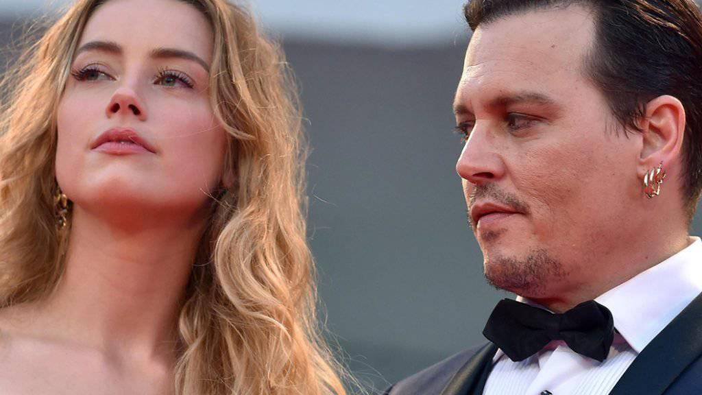 Nachdem schon Johnny Depps frühere Lebensgefährtin Vanessa Paradis und seine Tochter Lily-Rose Depp betont hatten, wie friedfertig der Schauspieler sei, stellen sich auch seine Bodyguards auf seine Seite: Heard sei die aggressivere in der Ehe gewesen und öfter gewalttätig geworden. (Archivbild)