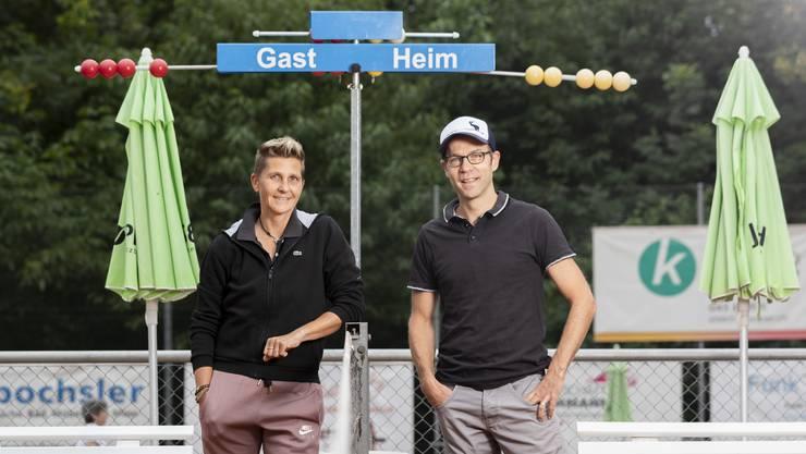 NLA-Damen-Trainerin Andrea Dürst und Reto Nigg, Spielleiter des TC Weihermatt, freuen sich auf den Saisonstart.