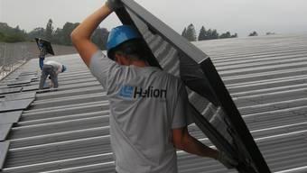 Die Monteure der Helion Solar AG haben alle Hände voll zu tun.
