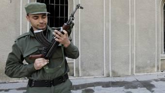 Ein Soldat in Daraa