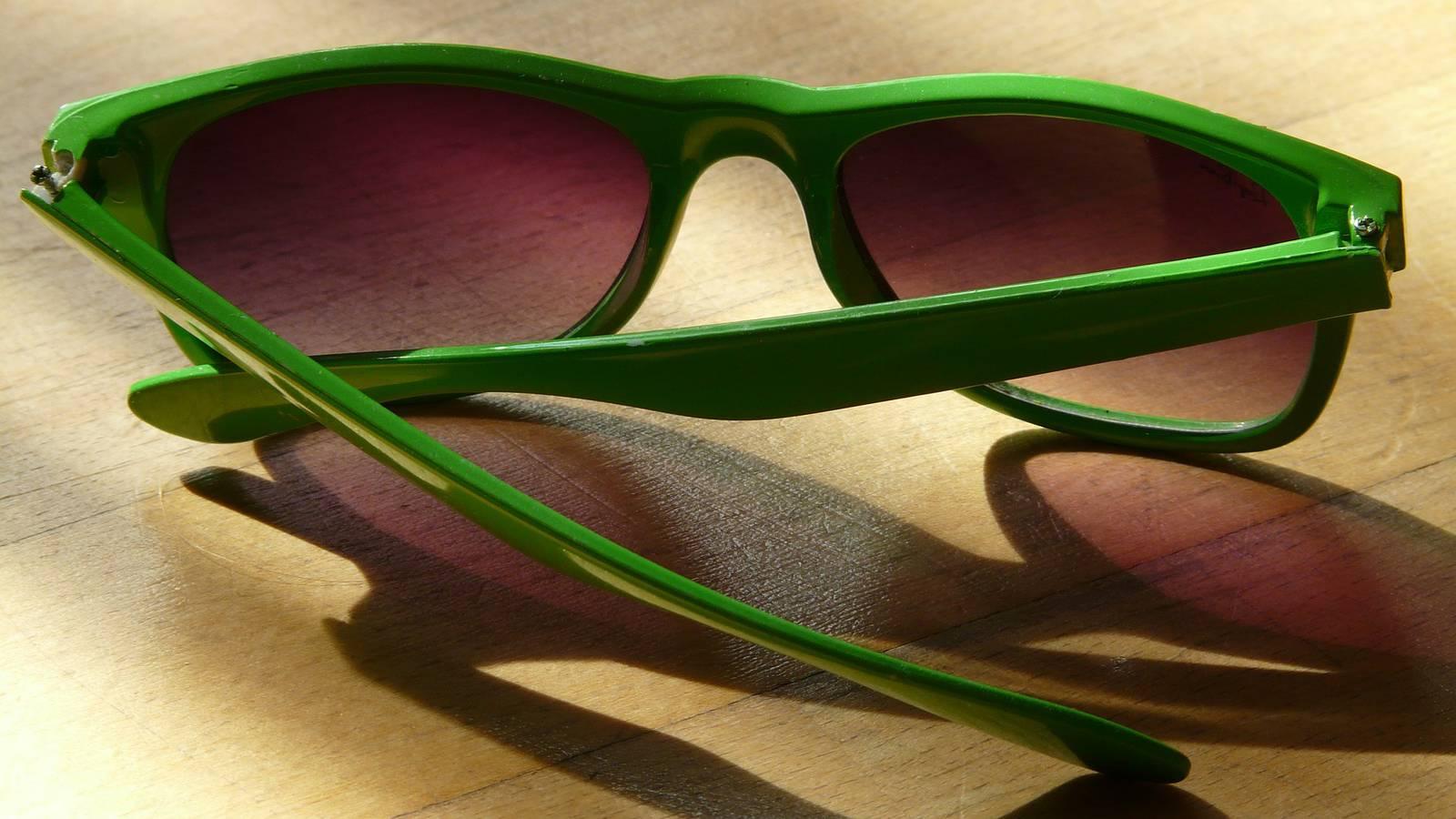 Platz 10: Die Sonnenbrille darf in keinem Urlaub fehlen. Doch den Weg nach Hause findet sie nicht immer. (© Pixabay)